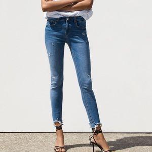 Zara Raw Hem Distressed Hi Rise Cies Blue Jeans